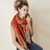 Stoere sjaal Into the Fray|Extra lange dames sjaal|Oranje shawl_