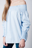 Scarfz-blauwe-off-shoulder-overhemdblouse-met-lange-mouwen voorkant