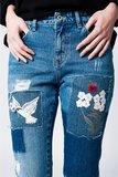 Scarfz-mom-spijkerbroek-met-doek-en-bloemdetail