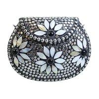Handgemaakte clutch Odi|Hardcase schoudertas|Studs parelmoer zilver