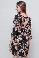 Zwarte jurk met bloemenprint|Roze rood zwart|Blote rug|Strikdetail|By Clara