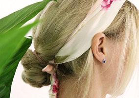 Zijdezacht bandana sjaaltje Lovely Flowers|Klein sjaaltje|Roze beige|Bloemenprint
