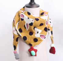 Leuke meisjes sjaal Yellow Rabbit|Okergele driehoek sjaal meisjes|Luchtige sjaal|Dierenprint