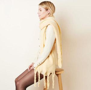 Warme damessjaal Between beige