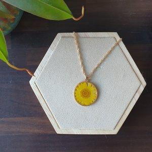 Zomerse ketting Daisy|Bloemenkunst|Gele bloem|Goudkleurige ketting