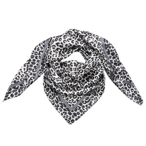 Scarfz zijdezacht vierkant klein sjaaltje silky leopard grijs