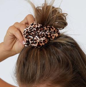 Scrunchie Velvet Leopard|Haarelastiek|Haarwokkel|Bruin luipaard
