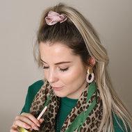 Scarfz scrunchie froezel haarelastiek hair tie Sweet as satin babyroze blush pink